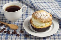 Gâteau et café crémeux photos libres de droits