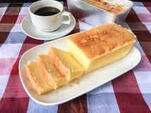 Gâteau et café de beurre Image libre de droits