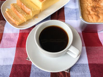 Gâteau et café de beurre Image stock