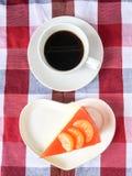 Gâteau et café oranges Photographie stock