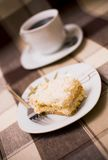 Gâteau et café sur la table Photographie stock