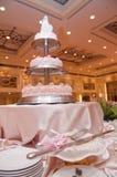 Gâteau et couteau de mariage Image libre de droits