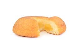Gâteau et crème de souffle d'isolement sur le fond blanc Images stock
