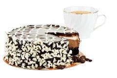 Gâteau et cuvette de cappuccino Image libre de droits