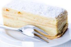 Gâteau et fourchette de Napoleon Photo stock