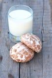 Gâteau et lait d'épice Images stock
