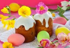 Gâteau et oeufs de Pâques photographie stock libre de droits