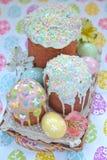 Gâteau et oeufs de Pâques photos libres de droits