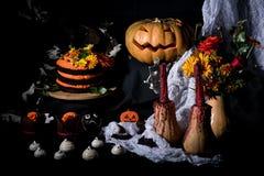 Gâteau et potiron de Helloweens Photos libres de droits
