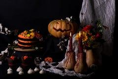 Gâteau et potiron de Helloweens Photographie stock libre de droits