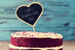 Gâteau et texte je vous aimerai toujours Images stock