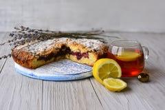 Gâteau et thé faits maison Photo libre de droits