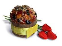 Gâteau et tulipes de Pâques Photographie stock