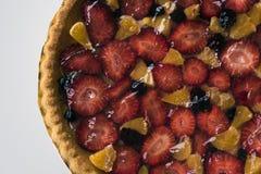 Gâteau fait maison avec les fruits et la gelée Photos stock