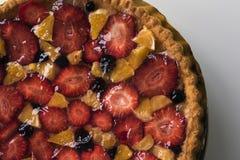Gâteau fait maison avec les fruits et la gelée Photo libre de droits