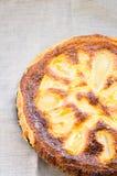 Gâteau fait maison d'amande sur la toile images stock