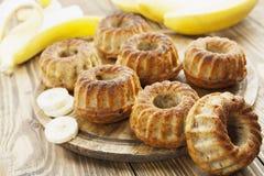 Gâteau fait maison de banane Images libres de droits