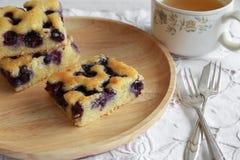 Gâteau fait maison de myrtille Images stock