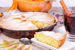 Gâteau fait maison de potiron images libres de droits