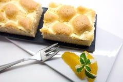 Gâteau fait maison savoureux de grille de pot sur le fond blanc, gâteau autrichien traditionnel avec une conception de trellis su photographie stock libre de droits