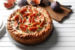 Gâteau frais avec des figues Photographie stock libre de droits