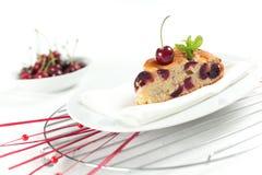 Gâteau frais de cerises Photographie stock