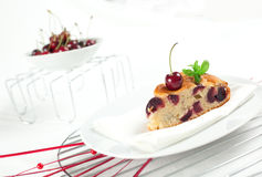 Gâteau frais de cerises Photo libre de droits