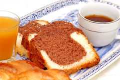 Gâteau grec de déjeuner avec du café Photos stock
