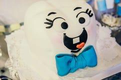 gâteau heureux de dent avec le lien bleu Photo libre de droits