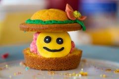 Gâteau heureux de tasse Photo libre de droits