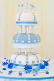 Gâteau impressionnant bleu et du blanc 3 de rangée de mariage Photo stock