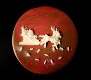 Gâteau lumineux fait maison de mousse de nouvelle année avec le lustre et le choco de miroir Images libres de droits