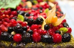 Gâteau mélangé de baies Photographie stock