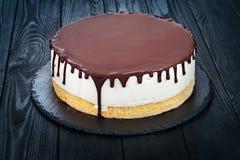 Gâteau mousseline blanc fait maison délicieux photo stock