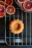 Gâteau mousseline d'orange sanguine photographie stock libre de droits