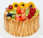 Gâteau mousseline de fruit et de baie Photographie stock libre de droits
