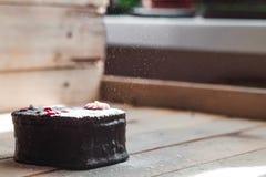 Gâteau noir d'amour Photographie stock libre de droits