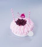 gâteau ou gâteau de jour de mères sur un fond Photo libre de droits