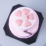 gâteau ou gâteau de jour de mères sur un fond Photos stock