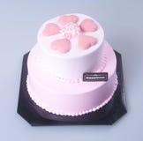 gâteau ou gâteau en forme de coeur de jour de mères sur un fond Photographie stock