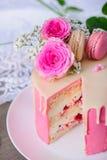 Gâteau rose de framboise Image libre de droits
