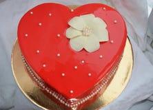 Gâteau rouge - coeur Images libres de droits