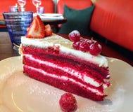 Gâteau rouge de velours Images stock