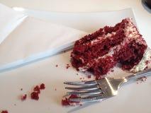 gâteau rouge de velours avec de la crème Photographie stock