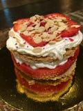 Gâteau rouge et blanc Photos stock