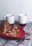 Gâteau sablé sous forme de glissières avec du cacao Photographie stock