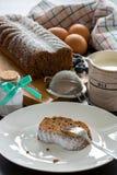 Gâteau savoureux avec quelques ingrédients image stock