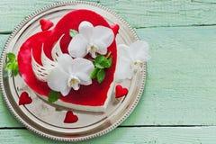 Gâteau sous forme de coeur Images libres de droits