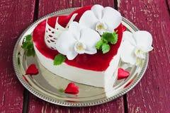 Gâteau sous forme de coeur Photos stock