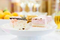 Gâteau sur la table Photographie stock libre de droits